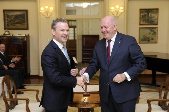 Christopher Pyne being sworn in as Minister for Education and Training by Governor-General Sir Peter Cosgrove